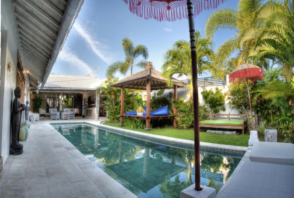 Yogan 4 pax, Villa's, Seminyak, Bali