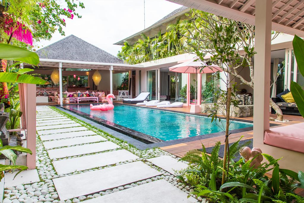 AMar 4 bedroom, Modern and comfortable luxury villa  with private pool in Canggu, Bali, Indonesia for 8 persons...