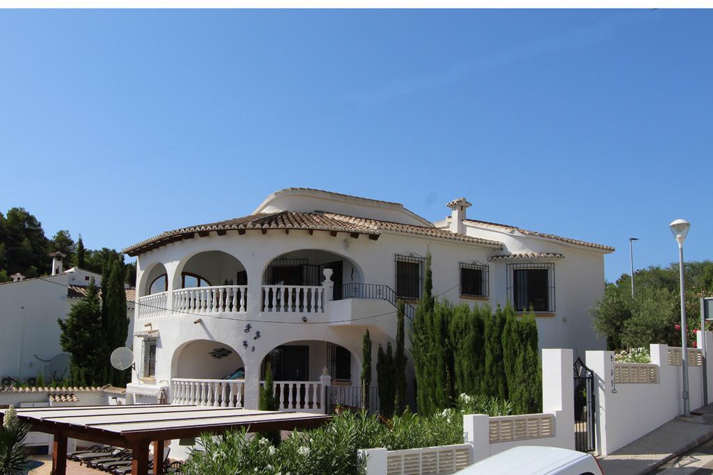 Jiliamba  LT,Villa bonita y confortable en Moraira, en la Costa Blanca, España con piscina privada para 4 personas. La villa está.....