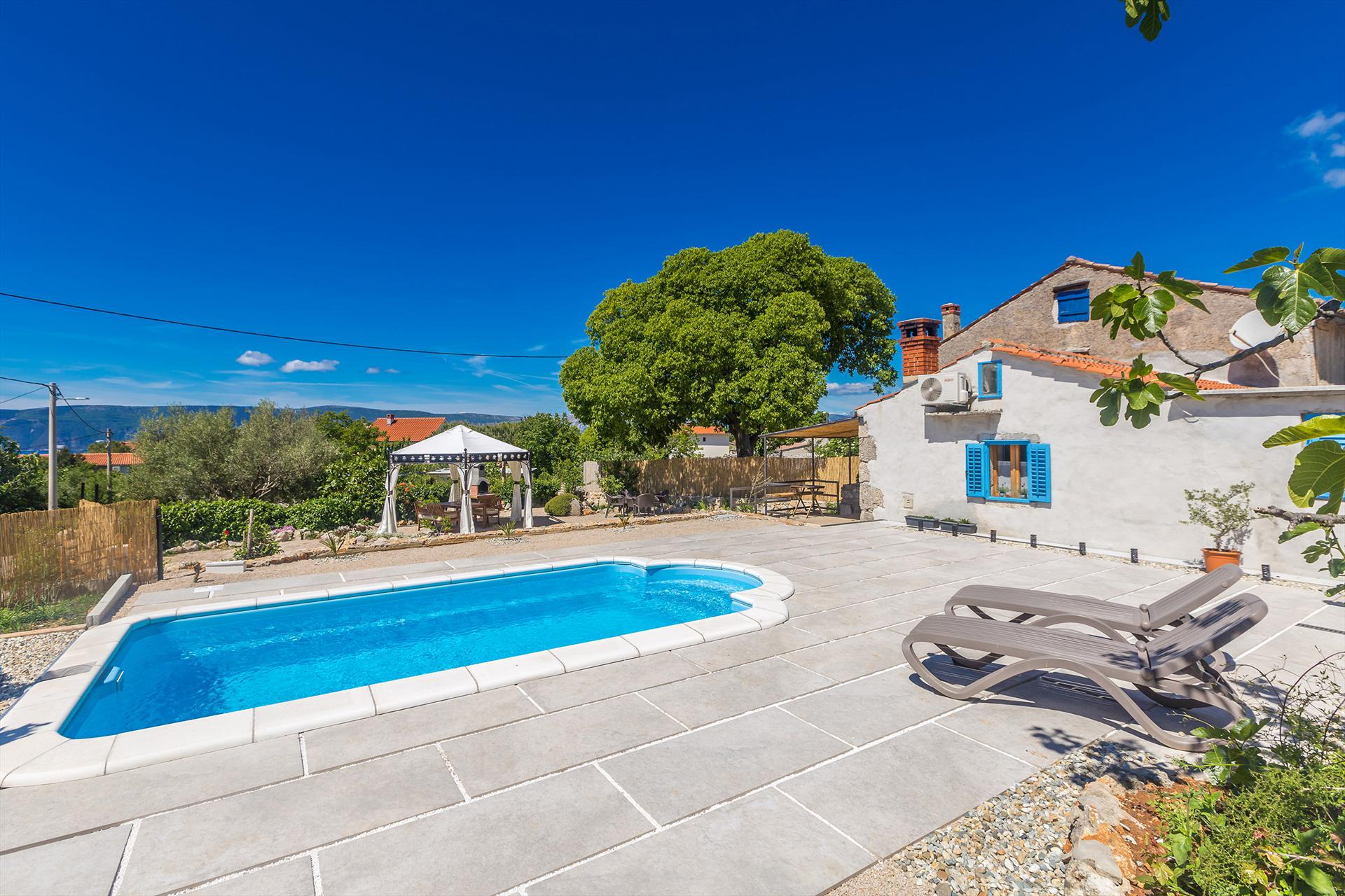 Enjoyable rustic holiday house - large yard, garden, private pool, green area,Vakantiehuis in Skrpčići, Island Krk, Kroatië  met privé zwembad voor 5 personen...