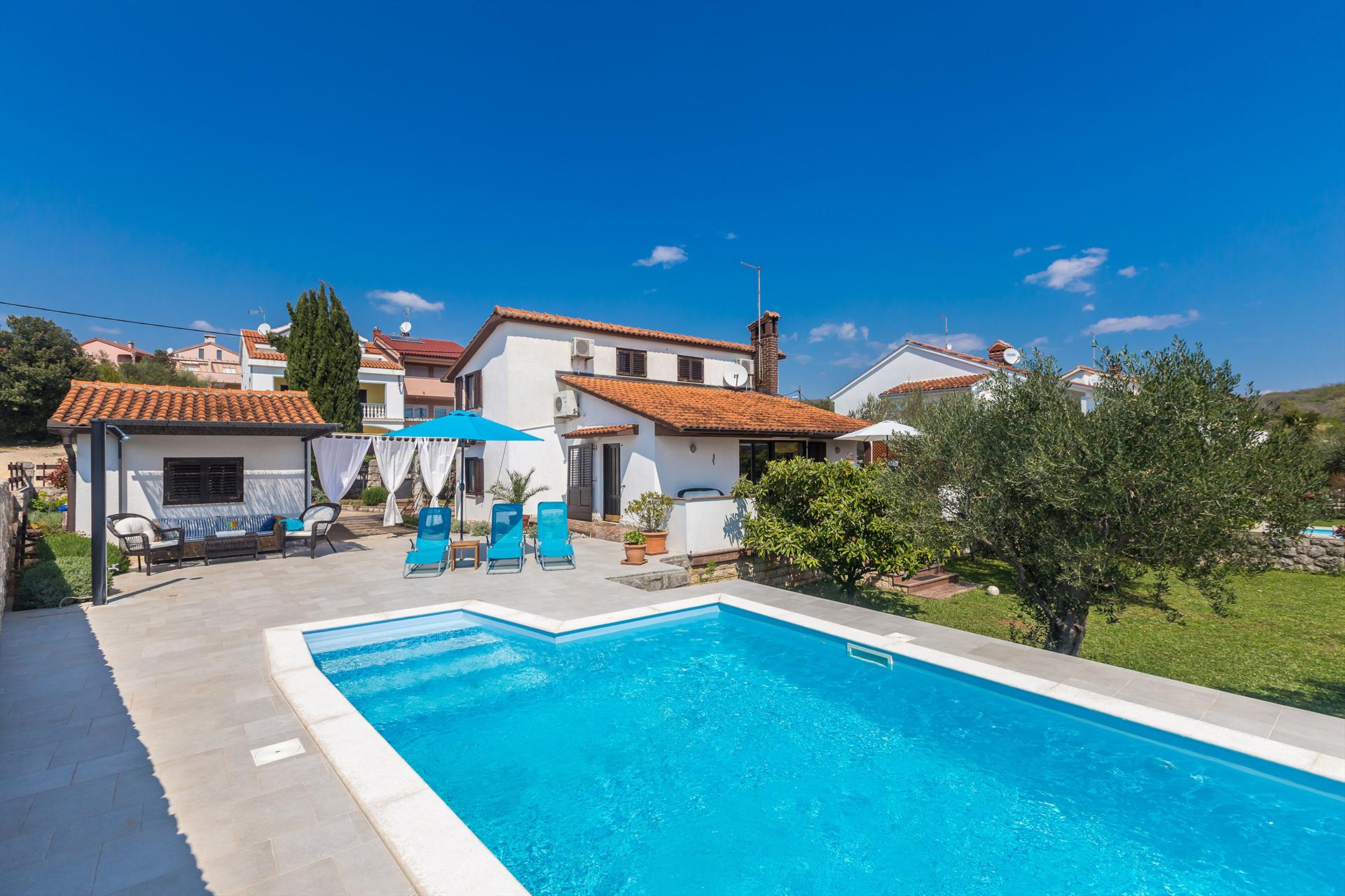 15101 Schönes Ferienhaus mit Pool in der Nähe von Strand, Lovely and comfortable holiday home in Kornić, Island Krk, Croatia  with private pool for 6 persons...