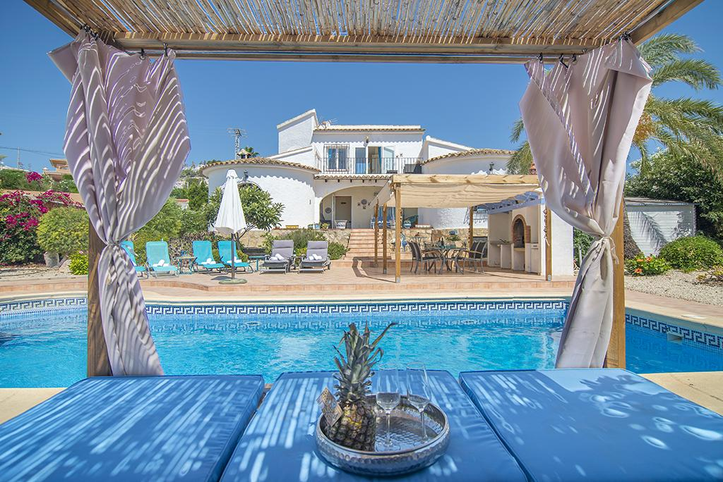 Pura Vida 6, Beautiful and classic villa with private pool in Moraira, on the Costa Blanca, Spain for 6 persons. The villa is situated.....