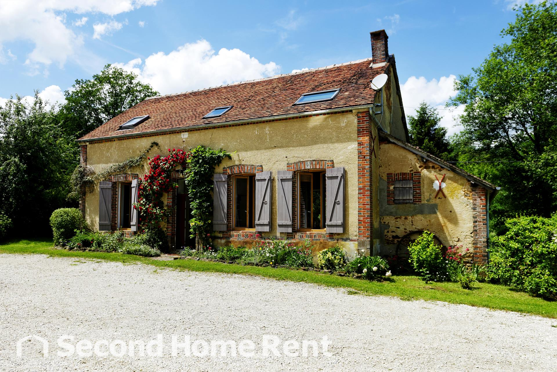 Les roudons, Wonderful and cheerful holiday home in Saint Sauveur en Puisaye, Burgundy, France for 8 persons...