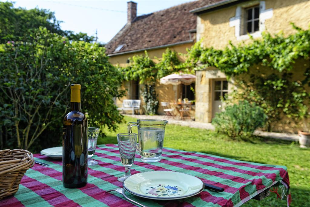 les cours, Lovely and romantic holiday house in Sainpuits, Burgundy, France for 10 persons.....