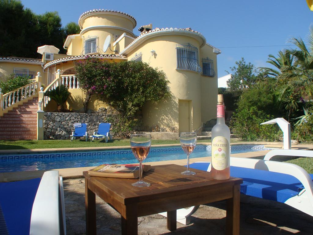 Villa Cleo, Lovely and cheerful villa in Moraira, on the Costa Blanca, Spain  with private pool for 6 persons.....
