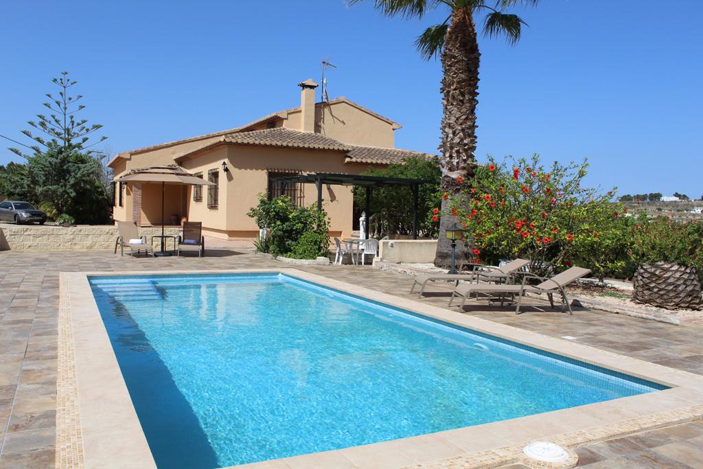 Villa Angora,Villa preciosa y romántica en Benissa, en la Costa Blanca, España  con piscina privada para 6 personas.....