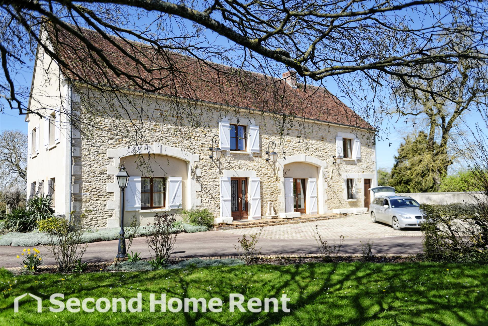 Les Bordes, Large and cheerful country house  with private pool in Sainpuits, Burgundy, France for 13 persons.....