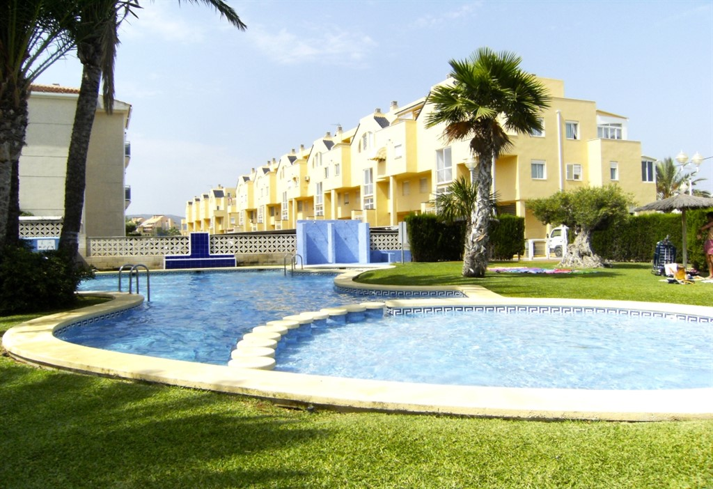 AP2108 Con piscina a 150m de la Playa, Classic and comfortable apartment in Denia, on the Costa Blanca, Spain  with communal pool for 6 persons.....