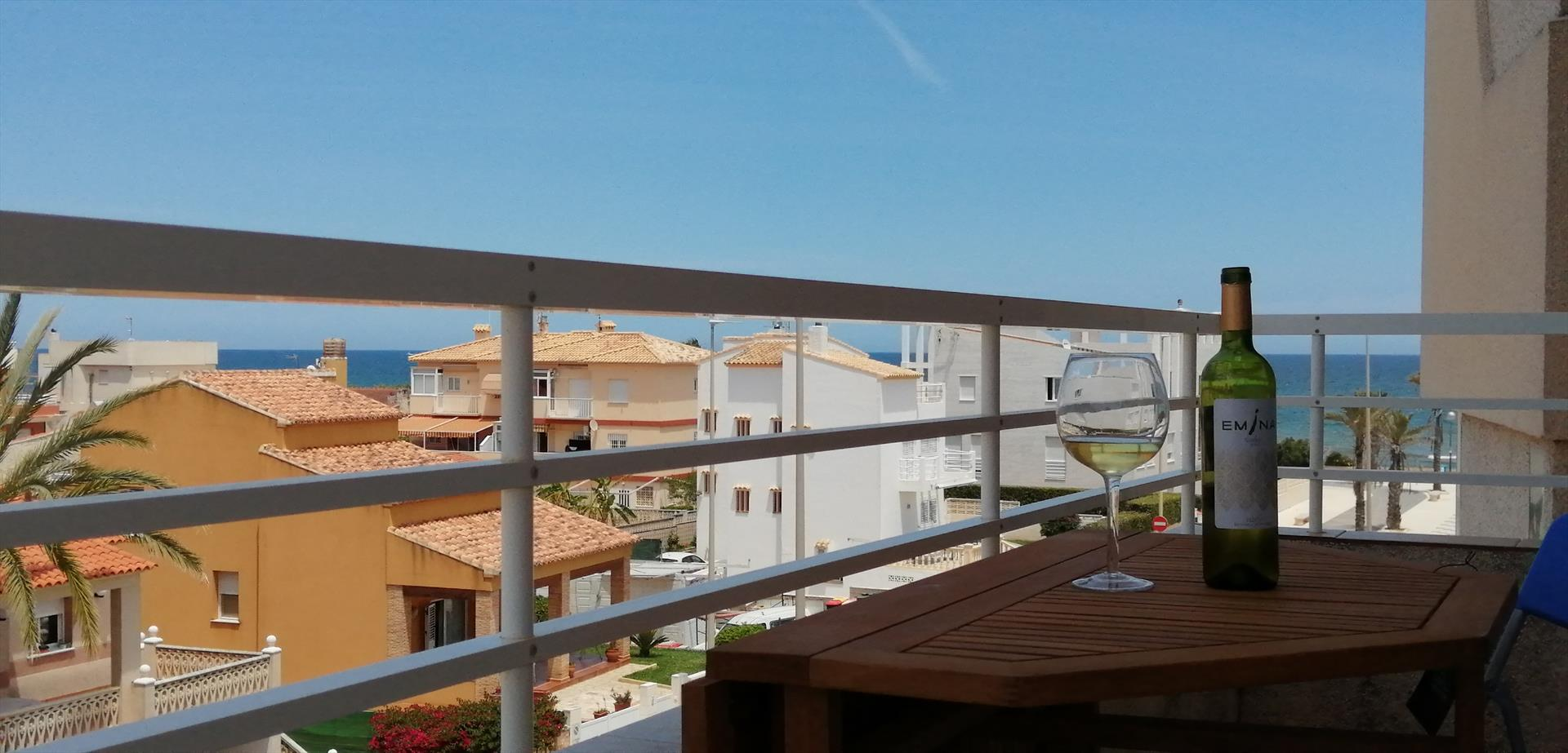 AP844, Beautiful and cheerful apartment in Oliva, on the Costa Blanca, Spain  with communal pool for 5 persons.....