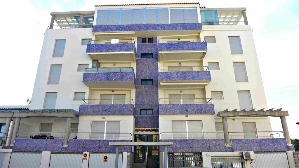 AP822, Beautiful and cheerful apartment  with communal pool in Oliva, on the Costa Blanca, Spain for 5 persons.....