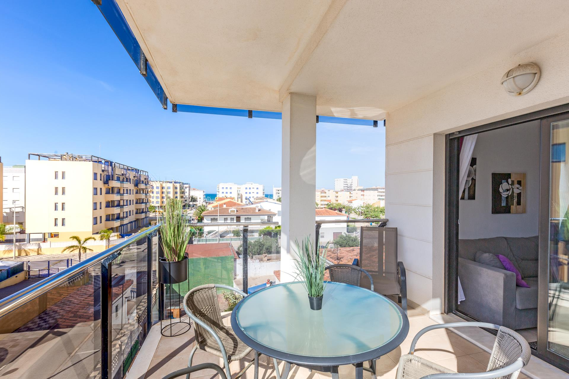 AP12 Playa de Bellreguard luz y confort, Wonderful and nice apartment  with communal pool in Bellreguard, on the Costa Blanca, Spain for 4 persons.....