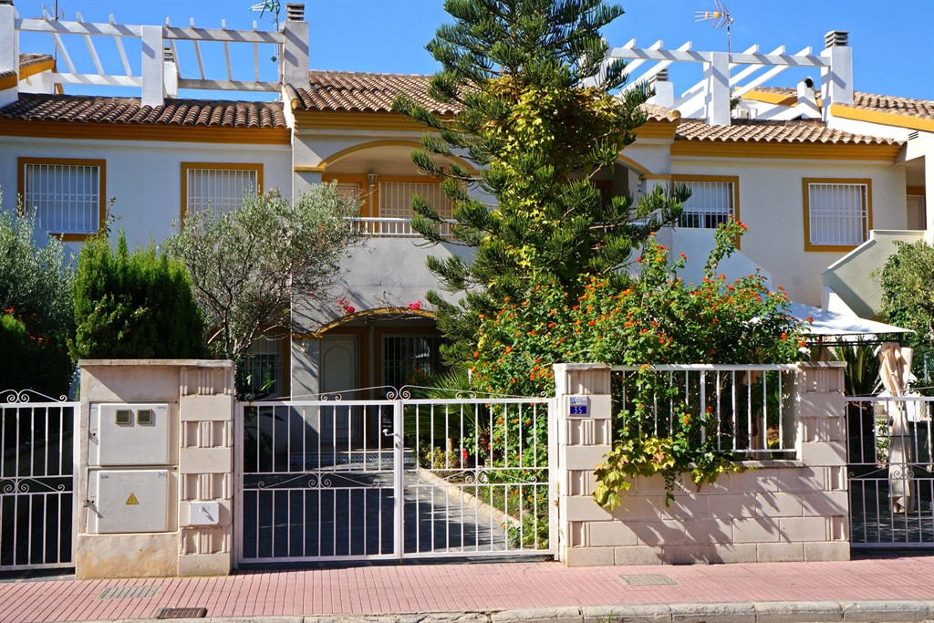 AD180 Playa San Fernando, Beautiful and cheerful holiday house  with communal pool in Oliva, on the Costa Blanca, Spain for 4 persons.....