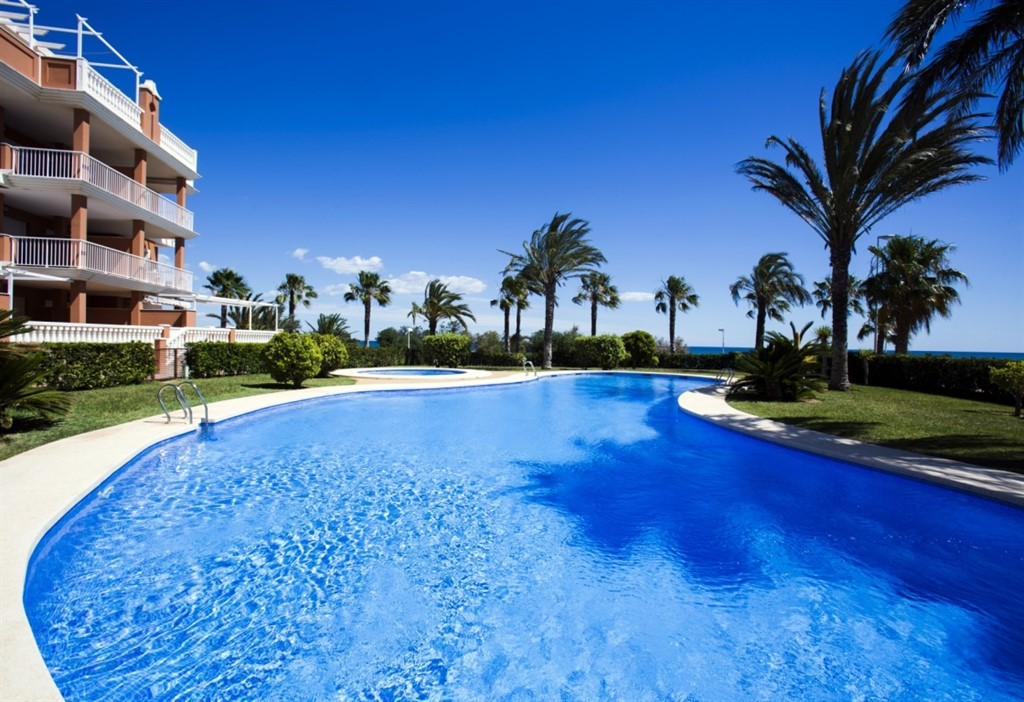 AP2219 Apartamento Urbanización Estrella del Mar, Wonderful and cheerful apartment  with communal pool in Denia, on the Costa Blanca, Spain for 5 persons.....