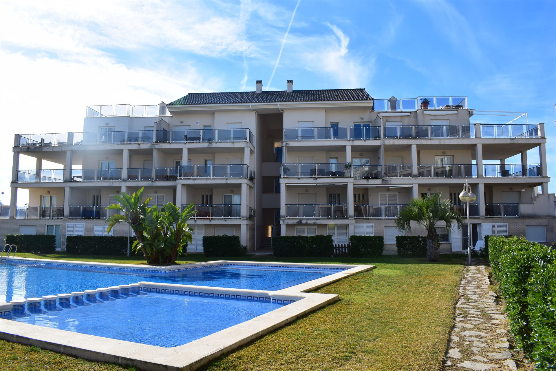 AP150 Vora Golf II Playa Rabdells, Beautiful and cheerful apartment in Oliva, on the Costa Blanca, Spain  with communal pool for 8 persons.....