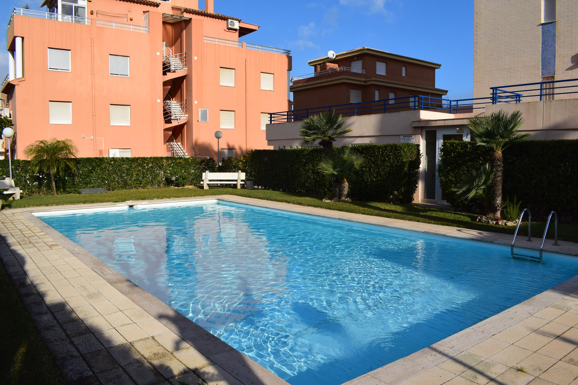 AP111  Piscina y Playa a 50 metros, Beautiful and cheerful apartment in Oliva, on the Costa Blanca, Spain  with communal pool for 4 persons.....
