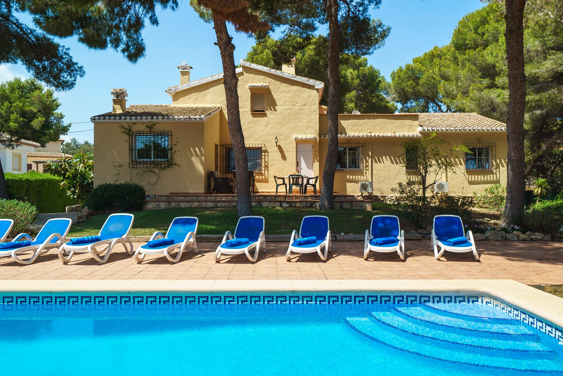 Carlos, Beautiful and comfortable villa in Javea, on the Costa Blanca, Spain  with private pool for 8 persons...
