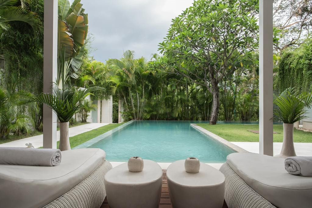 Eden Riverside 8BR, Large and cheerful villa in Seminyak, Bali, Indonesia  with private pool for 16 persons.....