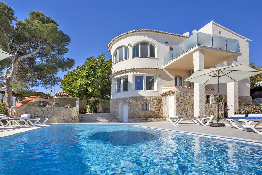 Chica, Wonderful and comfortable villa  with private pool in Javea, on the Costa Blanca, Spain for 6 persons...