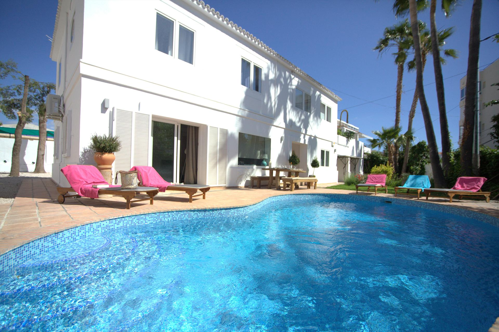 Altea Puerto, Rustic and nice holiday home  with private pool in Altea, on the Costa Blanca, Spain for 8 persons.....