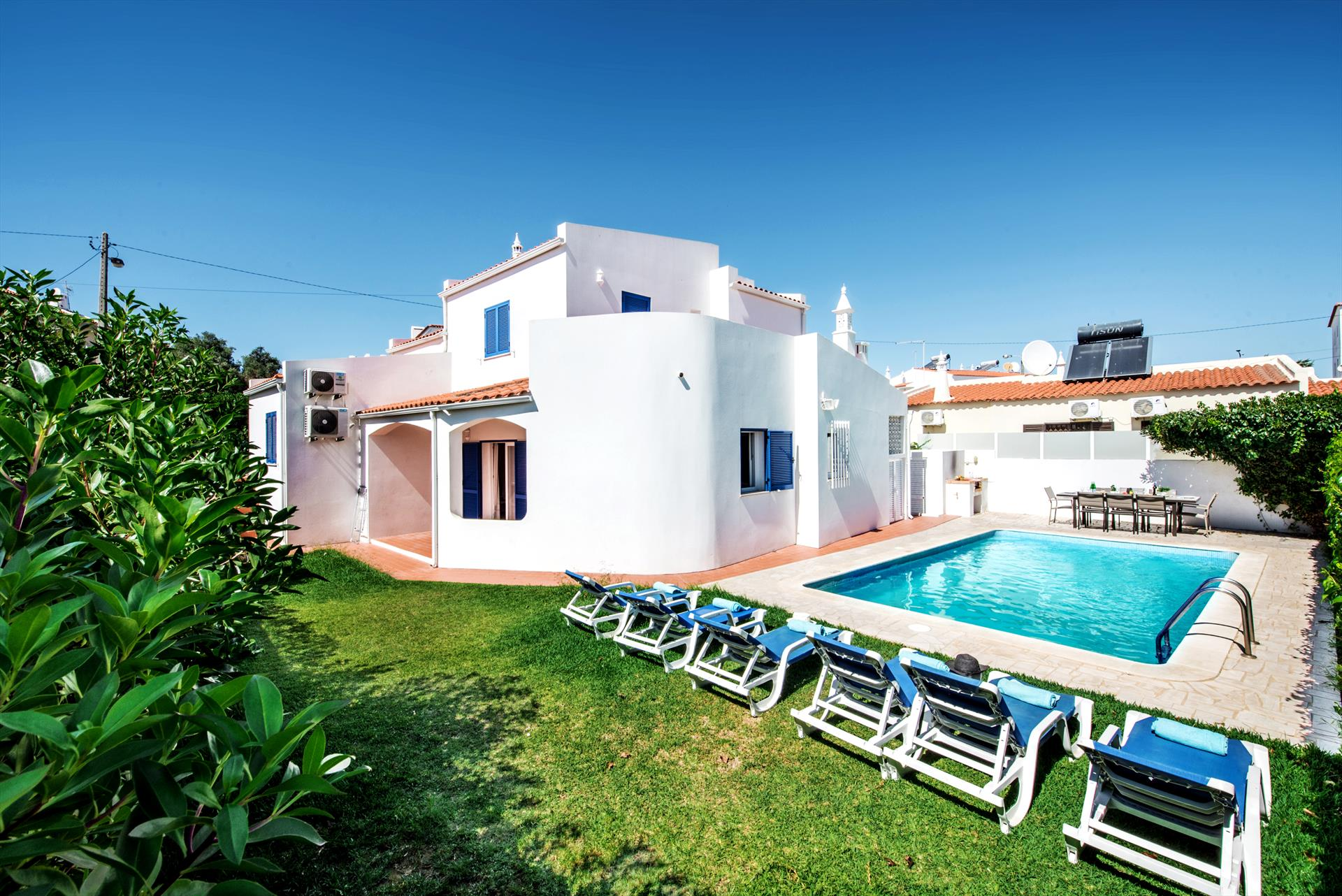 Albufeira Villa LS210, Lovely and classic villa in Albufeira, on the Algarve, Portugal  with private pool for 8 persons...