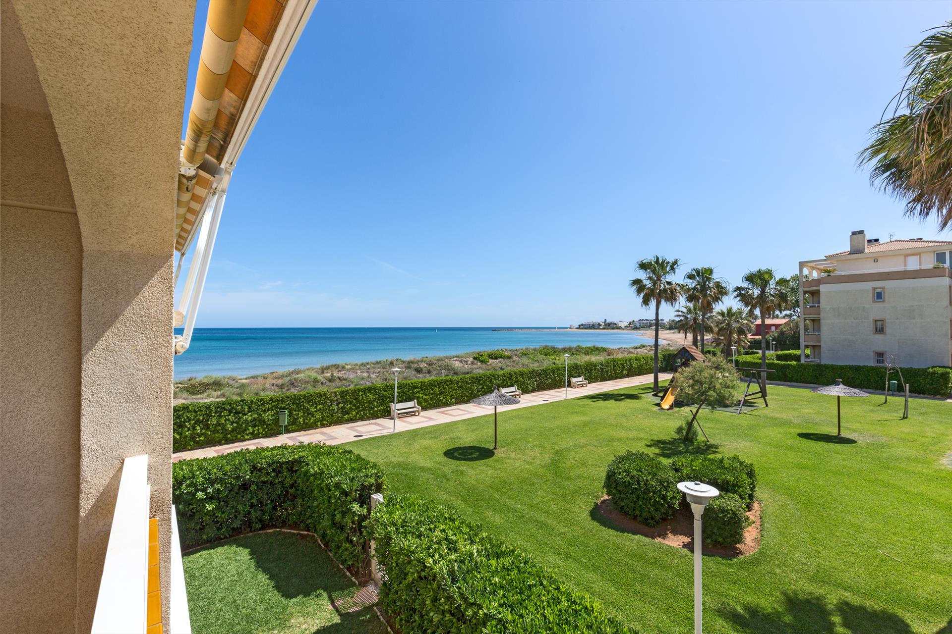 AP2111 Urb Bahia de Denia primera linea, Beautiful and cheerful apartment in Denia, on the Costa Blanca, Spain  with communal pool for 6 persons.....