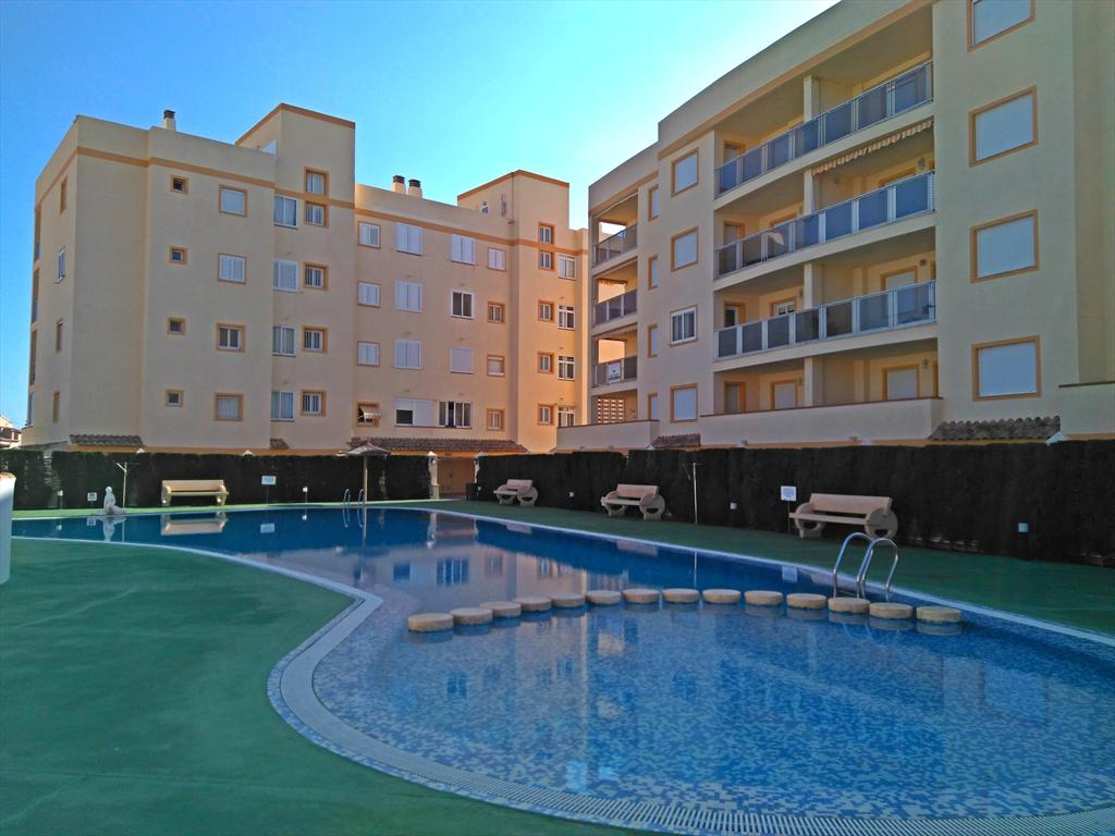 AP177 Las Dunas de San Fernando, Beautiful and cheerful apartment  with communal pool in Oliva, on the Costa Blanca, Spain for 4 persons.....