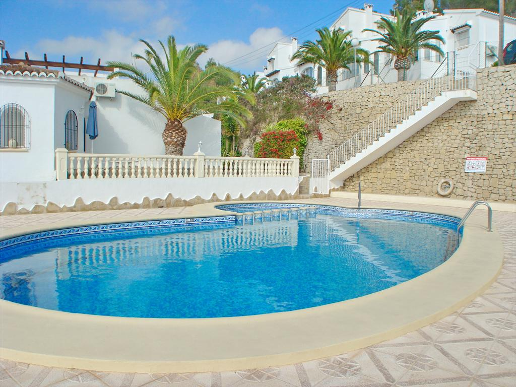 Bungalow El Olivo, Beautiful and cheerful holiday house in Moraira, on the Costa Blanca, Spain  with communal pool for 5 persons.....