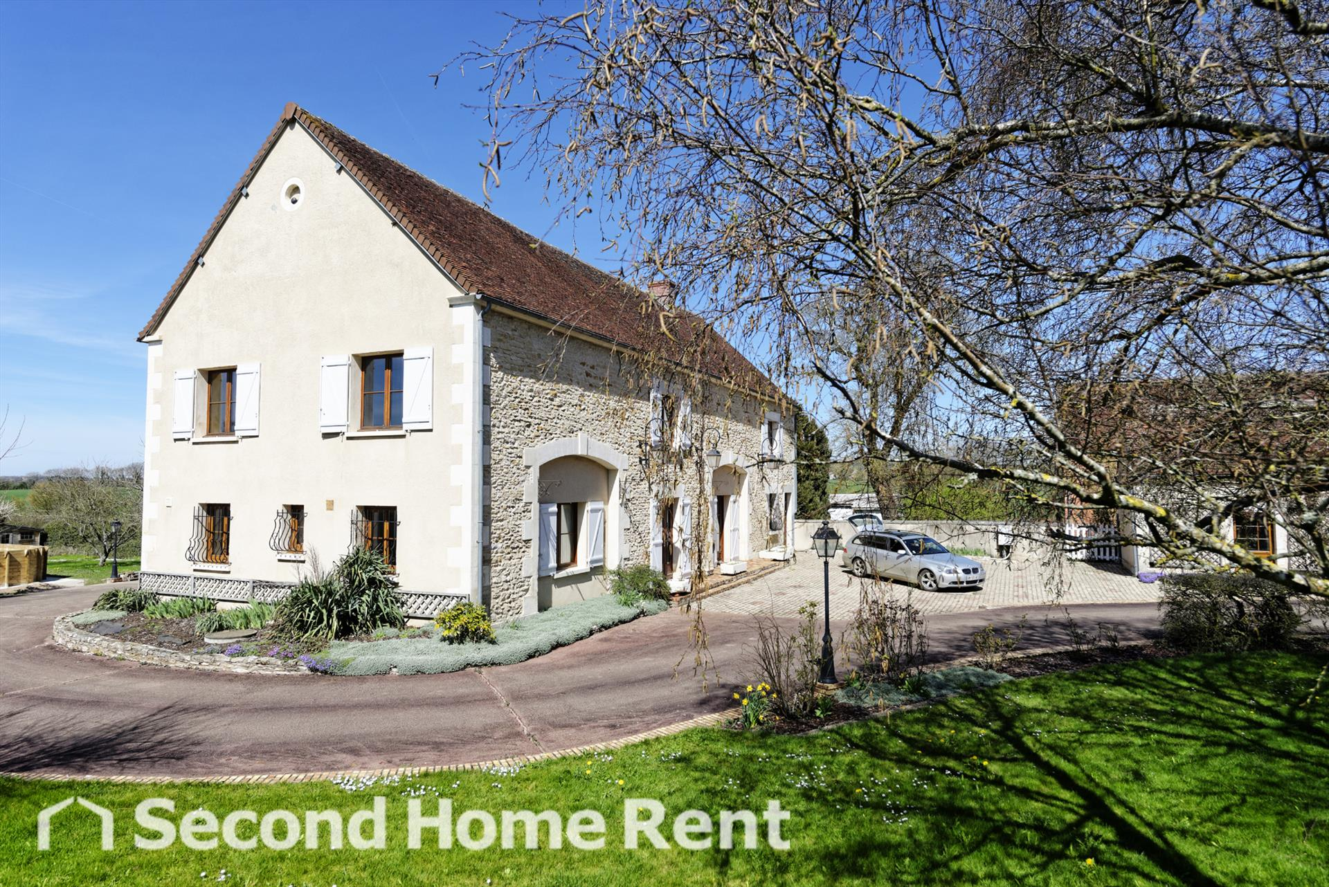 Les Bordes short stay, Large and cheerful country house  with private pool in Sainpuits, Burgundy, France for 13 persons.....