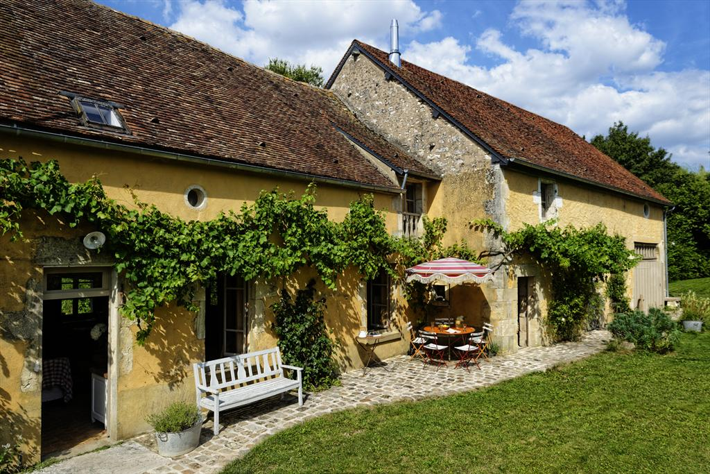 les Cours short stay, Lovely and romantic holiday house in Sainpuits, Burgundy, France for 10 persons.....