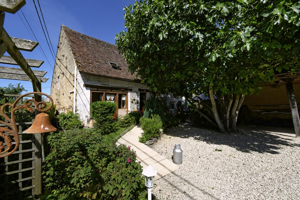 Maison Poyaudine les Proux Short stay, Lovely and comfortable country house in Mezilles, Burgundy, France  with private pool for 14 persons.....