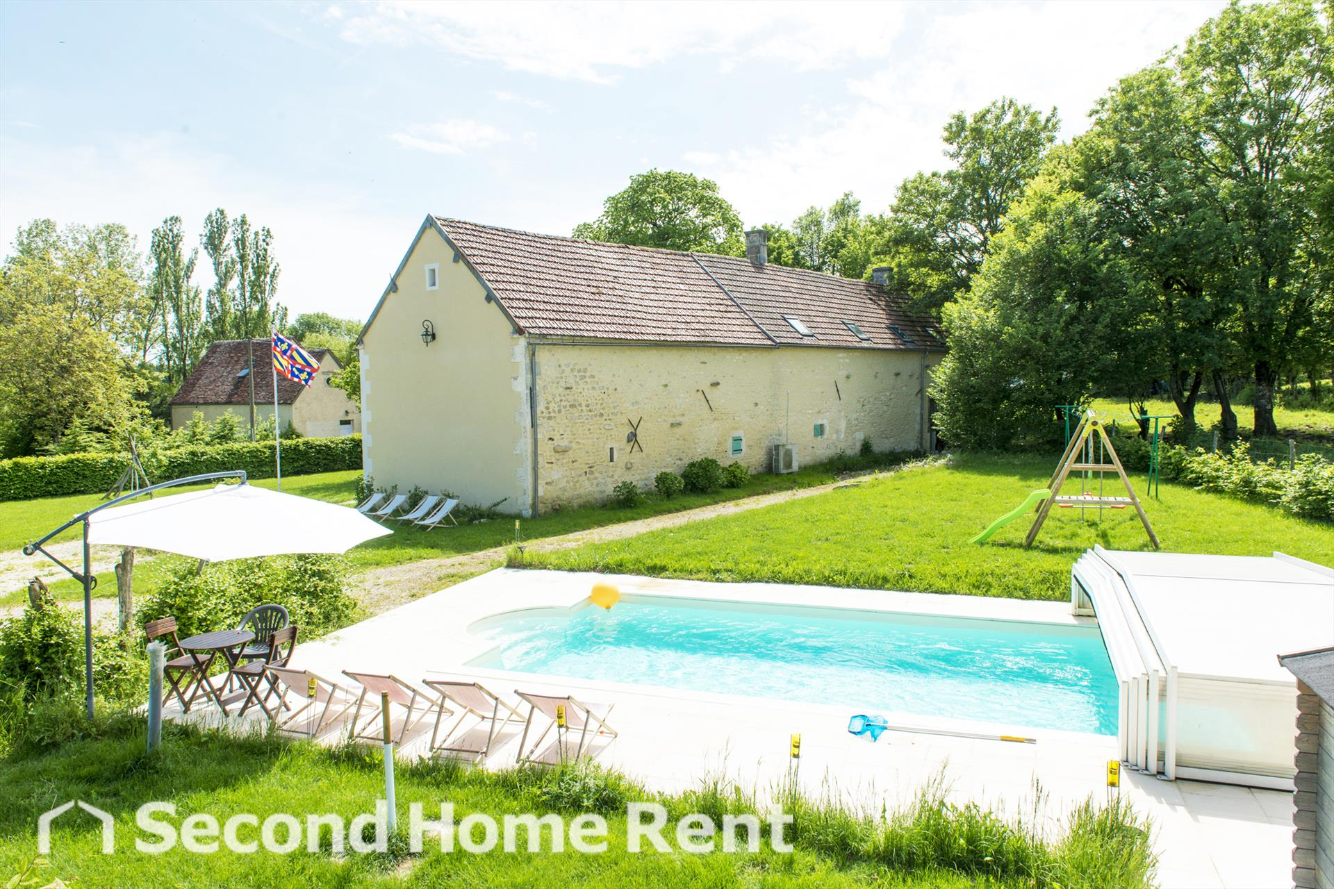 La biche forterre short stay, Large and comfortable holiday home  with private pool in Lainsecq, Burgundy, France for 12 persons.....