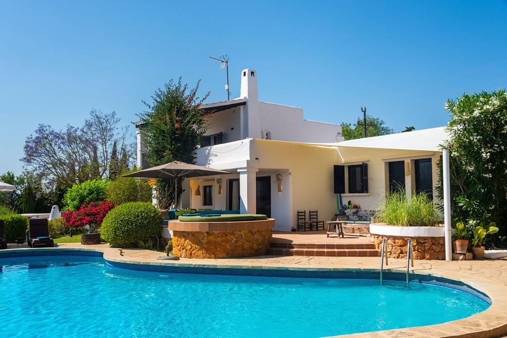 Florer, Rustic and cheerful villa  with private pool in Ibiza, Ibiza, Spain for 9 persons...