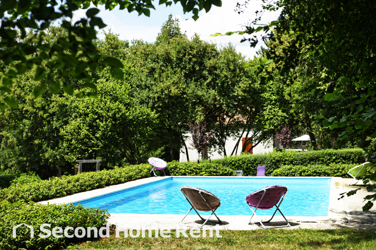 Gite Bourgogne short stay, Large and comfortable holiday home  with private pool in Treigny, Burgundy, France for 23 persons.....