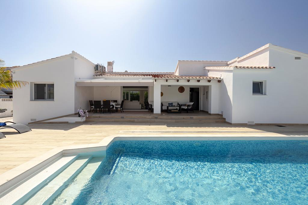 Villa SeaEsta, Modern and comfortable villa  with private pool in Denia, on the Costa Blanca, Spain for 8 persons...