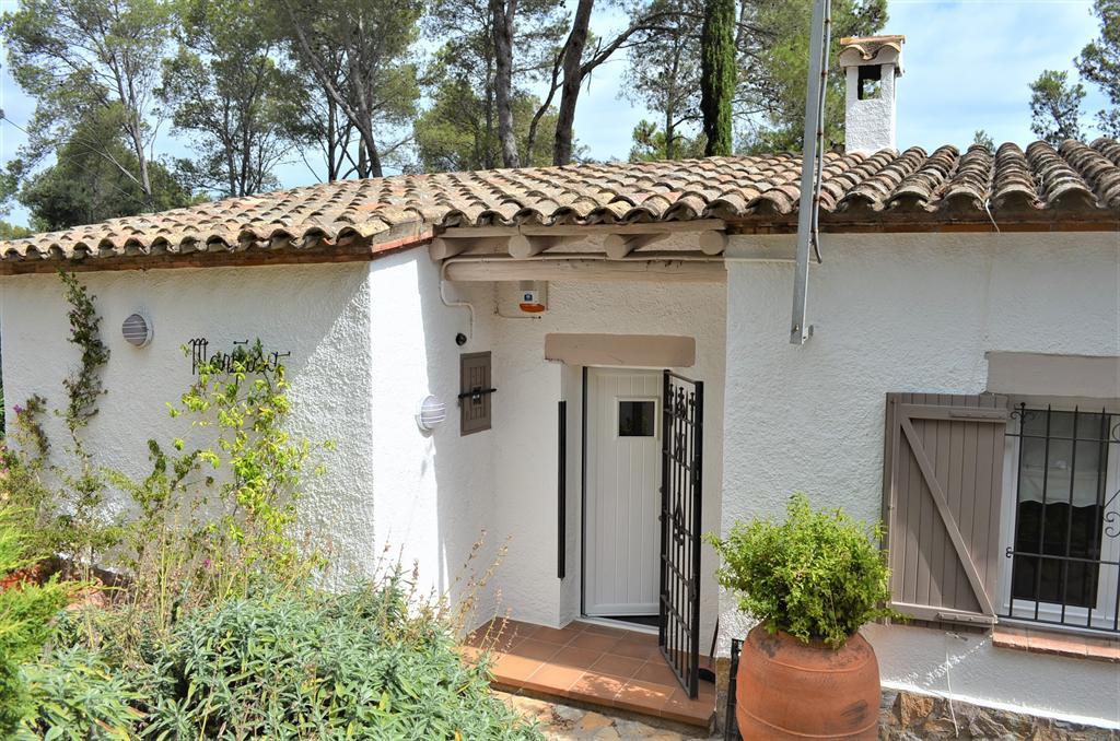 MARIPOSA bonita casa en zona tranquila y vistas a la montaña,Beautiful and comfortable house in Begur, on the Costa Brava, Spain for 6 persons.....
