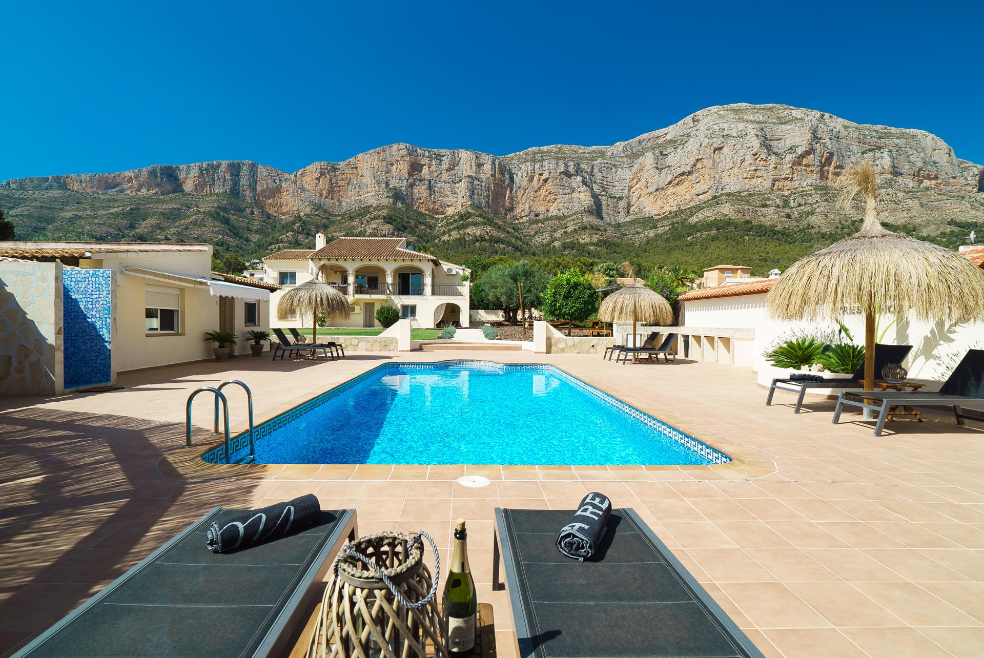 Tres Ninos 10 pax, Wonderful and comfortable villa  with private pool in Javea, on the Costa Blanca, Spain for 10 persons...