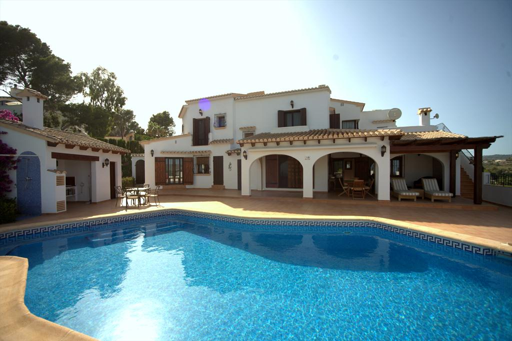 Bella Moraira, Lovely and comfortable villa in Moraira, on the Costa Blanca, Spain  with private pool for 8 persons.....