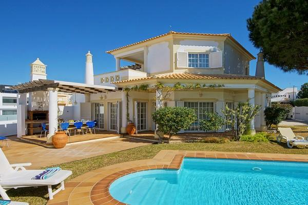 Costa Rica,Lovely and cheerful villa in Galé, on the Algarve, Portugal  with private pool for 8 persons.....