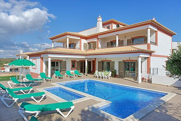 Aica, Beautiful and comfortable villa in Guia, on the Algarve, Portugal  with private pool for 10 persons.....