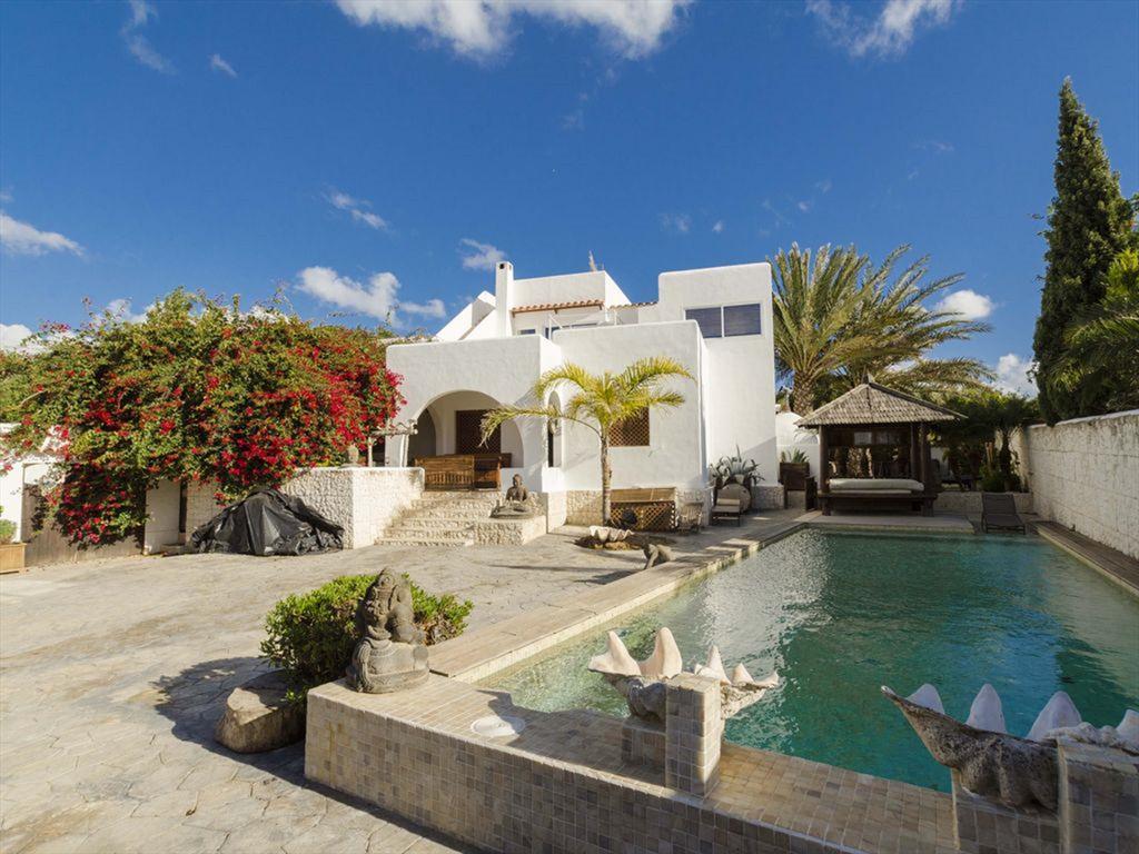 Corin,Villa rustica e accogliente  con piscina privata a Jesus, Ibiza, in Spagna per 8 persone...