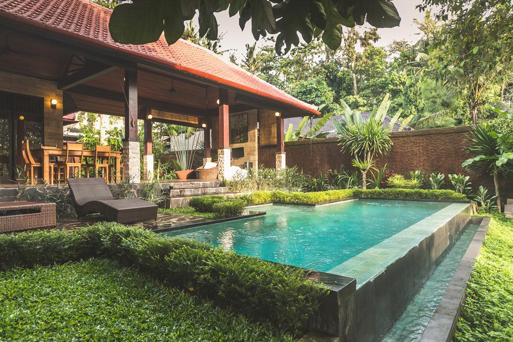 A Priori 2BR, Rustic and romantic villa in Ubud, Bali, Indonesia  with private pool for 4 persons...