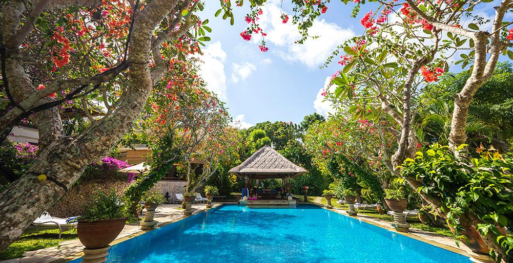 Waru 7 BR, Lovely and luxury villa in Nusa Dua, Bali, Indonesia  with private pool for 14 persons...