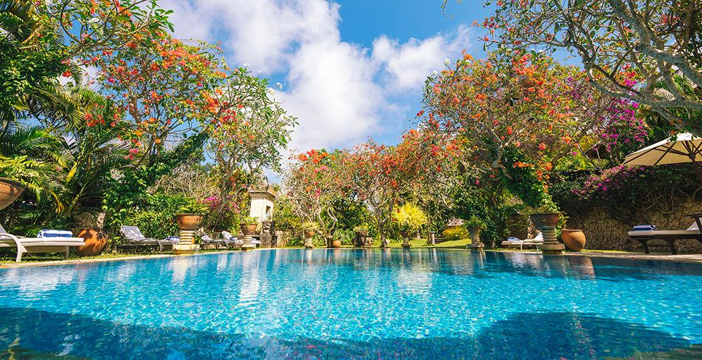 Waru 4 BR,Mooie en luxe villa  met privé zwembad in Nusa Dua, op Bali, Indonesië voor 14 personen...