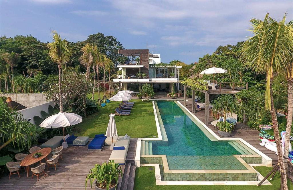 Noku Beach House, Wonderful and luxury villa  with private pool in Seminyak, Bali, Indonesia for 12 persons...