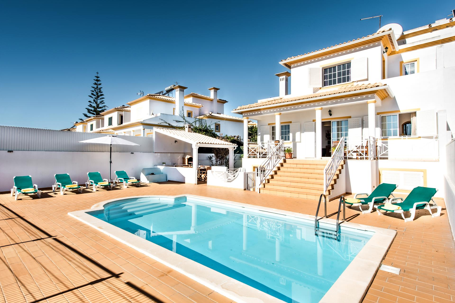 Albufeira villa ls101, Lovely and comfortable villa in Albufeira, on the Algarve, Portugal  with private pool for 6 persons...