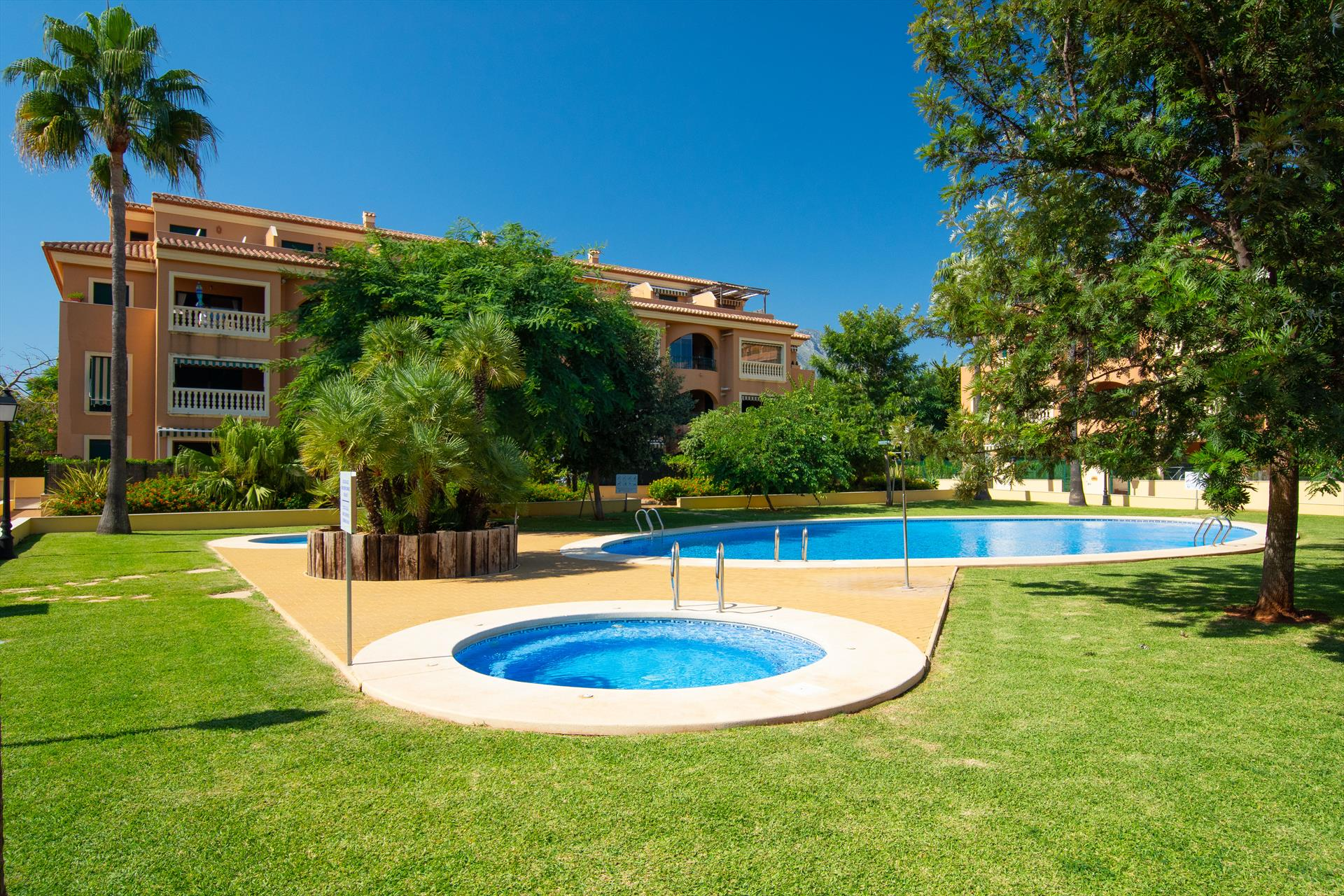El Pescador, Lovely and comfortable apartment in Javea, on the Costa Blanca, Spain  with communal pool for 6 persons.....
