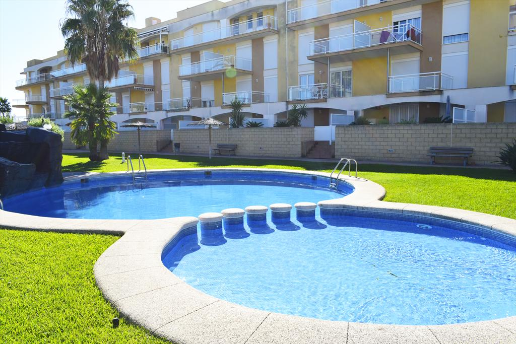 AP2225 Gran Calidad a 50m de la Playa de arena, Large and comfortable apartment in Denia, on the Costa Blanca, Spain  with communal pool for 6 persons.....