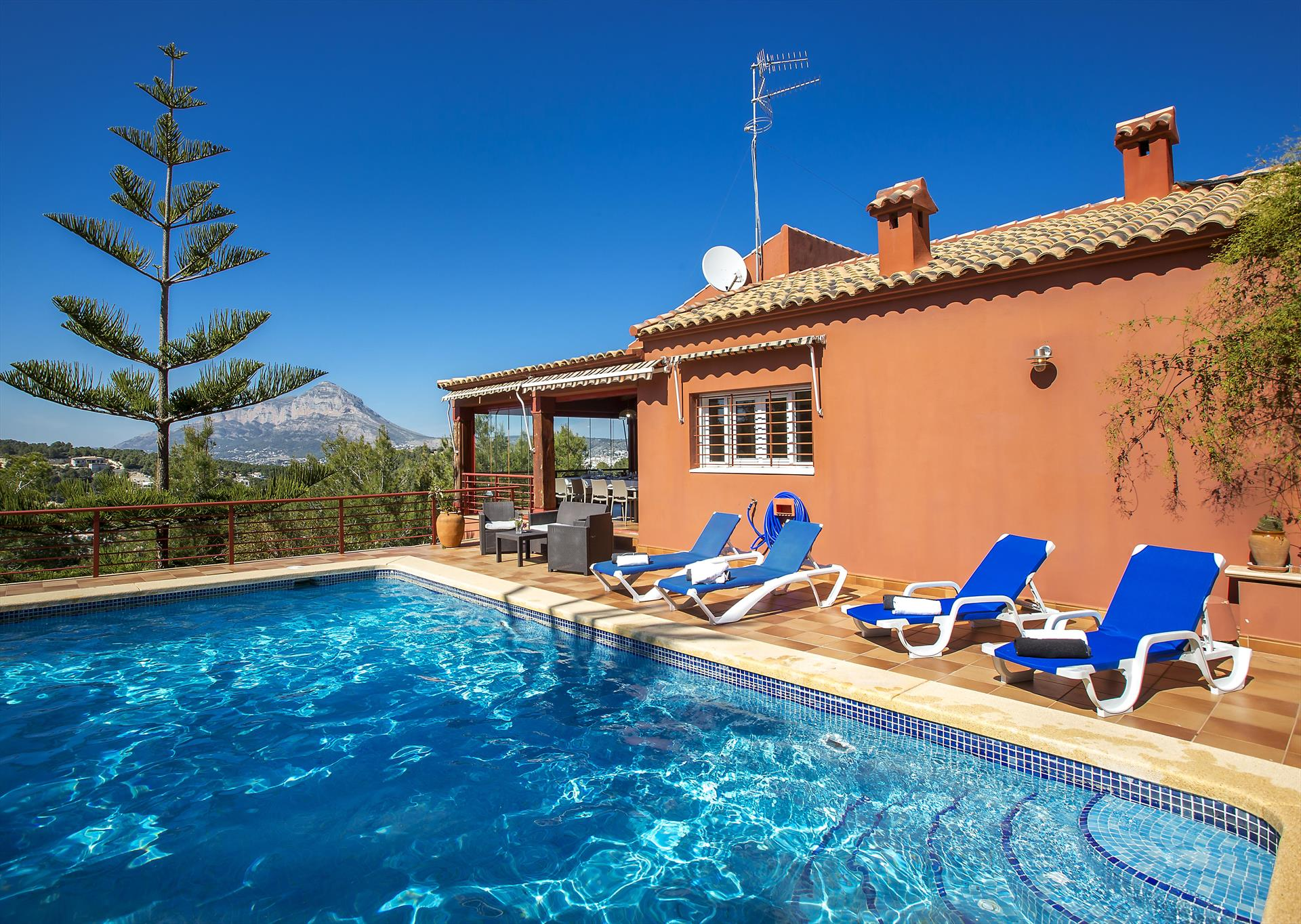Azahara, Wonderful and comfortable villa  with private pool in Javea, on the Costa Blanca, Spain for 10 persons.....