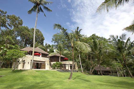 The Sanctuary 9BR,Grote en luxe villa in Canggu, op Bali, Indonesië  met privé zwembad voor 26 personen...
