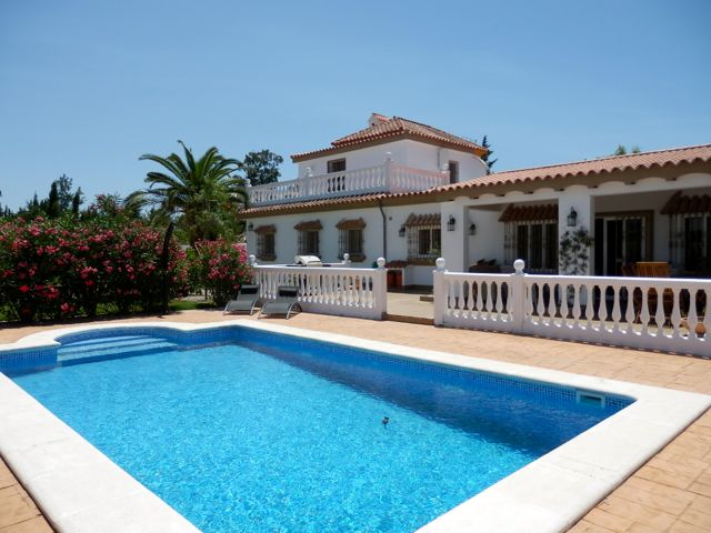 Phoenix, Large and comfortable villa  with private pool in Chiclana de la Frontera, Andalusia, Spain for 10 persons.....